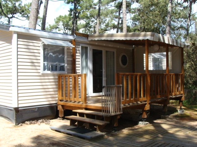 location mobil home avec terrasse semi couverte vend e. Black Bedroom Furniture Sets. Home Design Ideas
