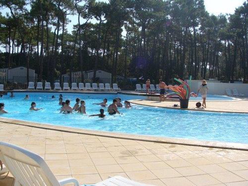 piscine du camping avec location mobil home PMR