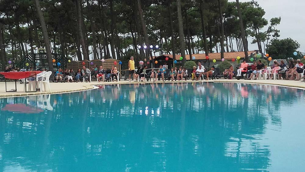piscine du camping proposant des locations insolites en Vendée