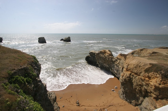 bord de mer situé à deux pas du camping